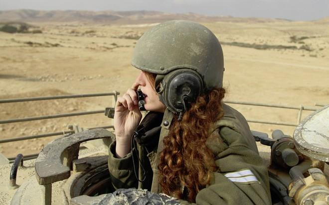 Ảnh: Các nữ quân nhân xinh xắn và mạnh mẽ của quân đội Israel - Ảnh 1.