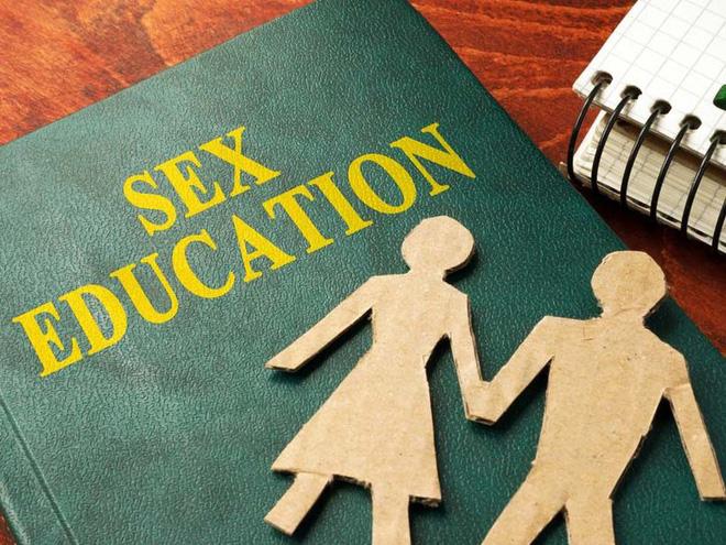 Cảnh báo tình trạng quan hệ tình dục sớm ở trẻ em nam - Ảnh 2.