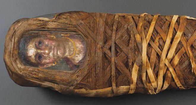 Bí ẩn những bức chân dung xác ướp Ai Cập cổ: Vẽ chính chủ và đa phần là nguyên liệu ngoại - Ảnh 2.