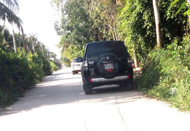 Cảnh sát khám xét kho xăng dầu của đại gia Trịnh Sướng - Ảnh 1.