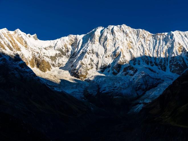 10 sự thực nhiều người chưa biết về hành trình chinh phục Everest: Siêu tốn kém, chuẩn bị không kỹ thì chỉ bỏ mạng - Ảnh 2.