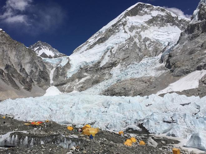 10 sự thực nhiều người chưa biết về hành trình chinh phục Everest: Siêu tốn kém, chuẩn bị không kỹ thì chỉ bỏ mạng - Ảnh 3.