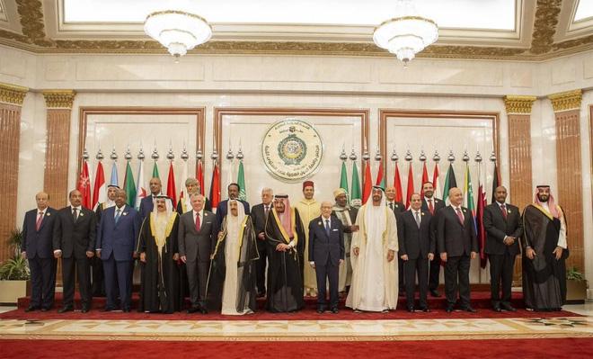 Sự kiện hiếm có giữa khu vực nóng bỏng: Quốc vương Ả rập Saudi hối hả tổ chức 3 hội nghị trong 2 ngày tại 1 địa điểm - Ảnh 2.