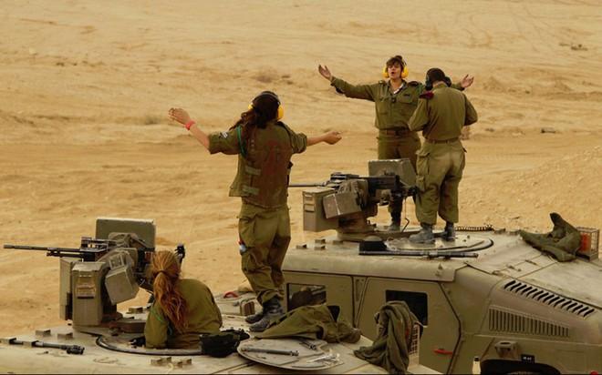Ảnh: Các nữ quân nhân xinh xắn và mạnh mẽ của quân đội Israel - Ảnh 10.