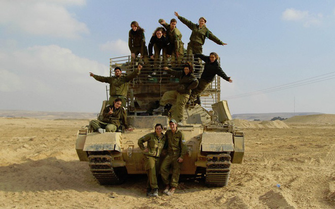 Ảnh: Các nữ quân nhân xinh xắn và mạnh mẽ của quân đội Israel - Ảnh 2.