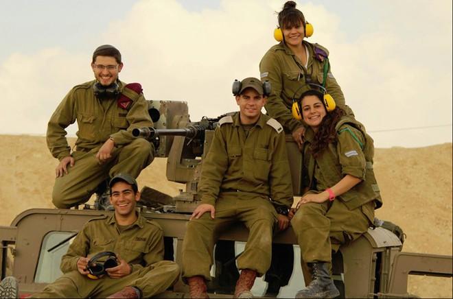 Ảnh: Các nữ quân nhân xinh xắn và mạnh mẽ của quân đội Israel - Ảnh 9.