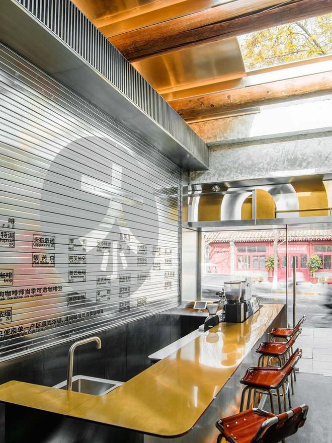 Độc đáo quán cà phê chỉ 10m2 trên báo ngoại - Ảnh 9.