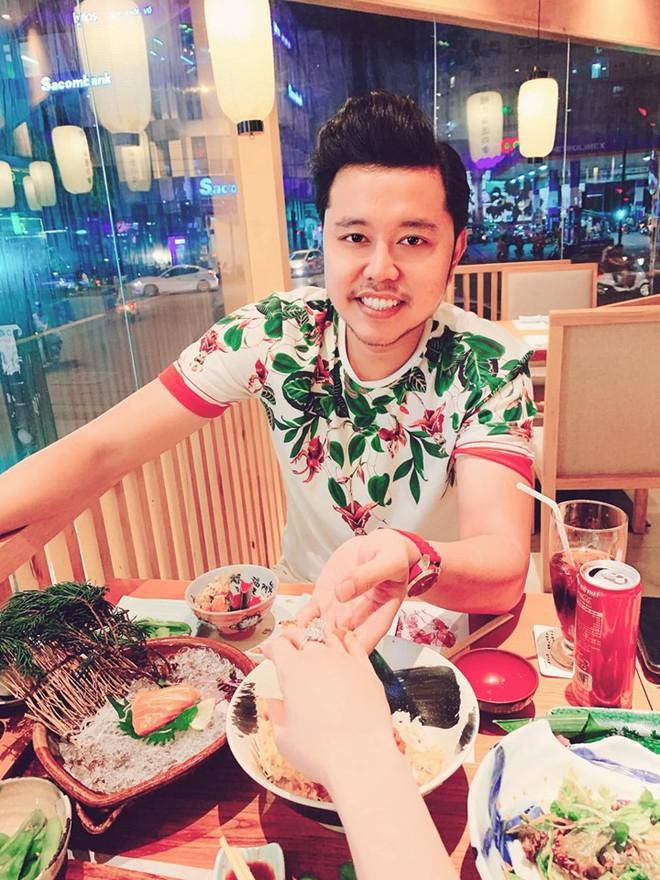 Sau 1 năm chia tay nữ tỷ phú U60, Vũ Hoàng Việt hạnh phúc bên người yêu trẻ nóng bỏng - Ảnh 4.
