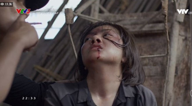 Nhan sắc nữ thiếu úy công an bị Việt Sói bắt cóc, đánh bầm dập trong phim Mê cung - Ảnh 4.