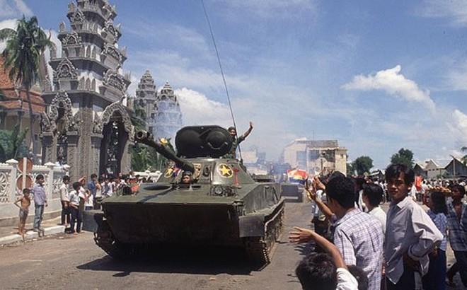 Chiến trường K: Lính tình nguyện Việt Nam chốt ở Biển Hồ - Vừa đánh Polpot vừa bắt cá