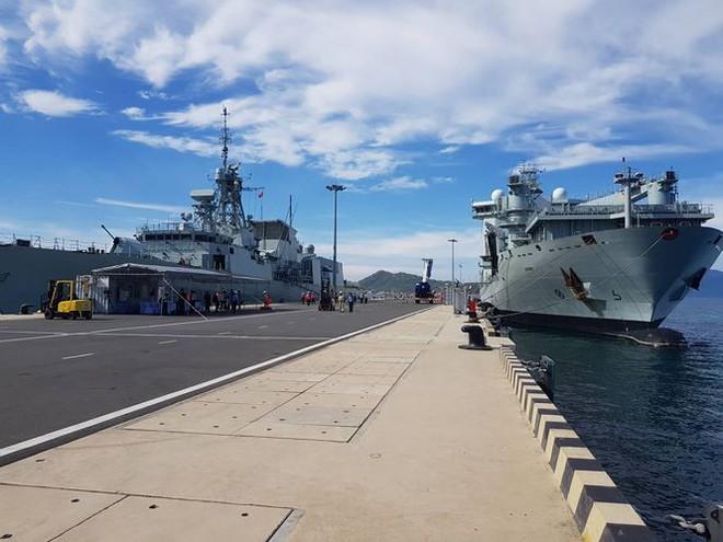 Tàu hải quân Canada cập Cảng quốc tế Cam Ranh - Ảnh 2.