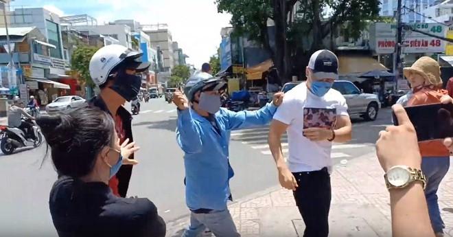 Nhân chứng vụ diễn viên Bảo Lâm bị đánh khi phát cơm từ thiện: Tôi chạy đến can thì bọn họ bảo đang diễn để quay phim chú ơi - Ảnh 5.