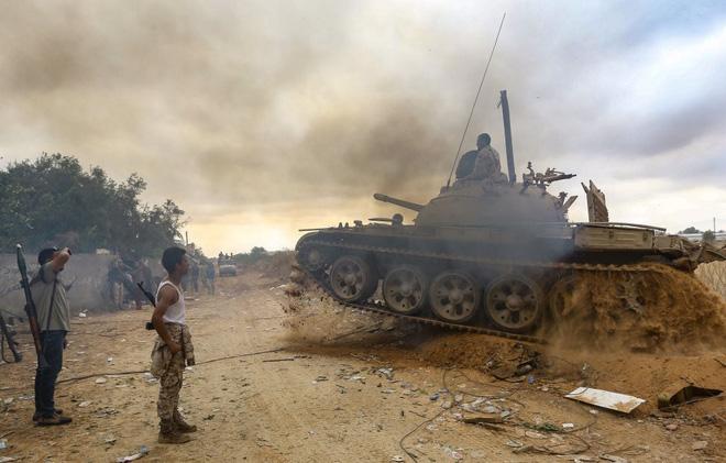 HĐBA một lần nữa lập Vùng cấm bay: Tướng Haftar ở Libya có chung số phận với Gaddafi? - Ảnh 3.