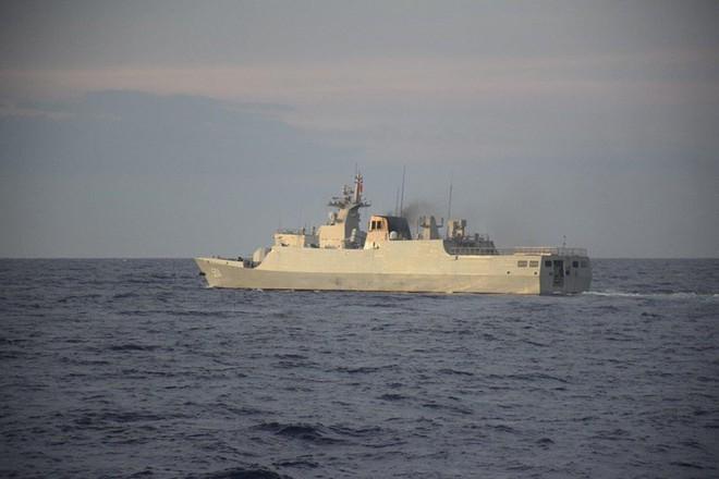 Phát hiện tàu chiến Trung Quốc tiến sát bãi cạn Scarborough - Ảnh 1.