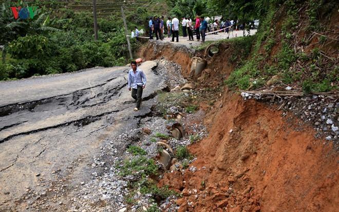Ảnh: Sạt trượt đường tỉnh lộ, đe dọa cô lập 8 xã biên giới Lai Châu - Ảnh 7.