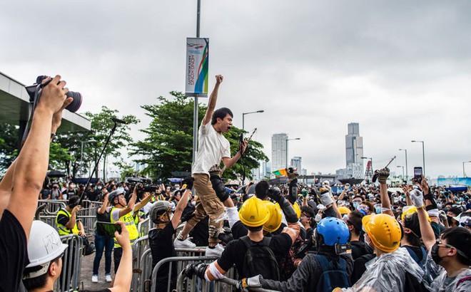 """Hồng Kông hỗn loạn dưới sức ép của """"biển người"""" biểu tình chống dẫn độ: Đài Loan lên tiếng"""