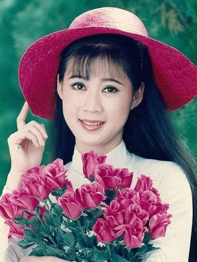 Bức ảnh cưới chụp cách đây 24 năm lộ ra, người mẹ được hâm mộ, ví như Diễm Hương - Ảnh 3.