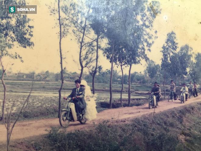 Bức ảnh cưới chụp cách đây 24 năm lộ ra, người mẹ được hâm mộ, ví như Diễm Hương - Ảnh 5.