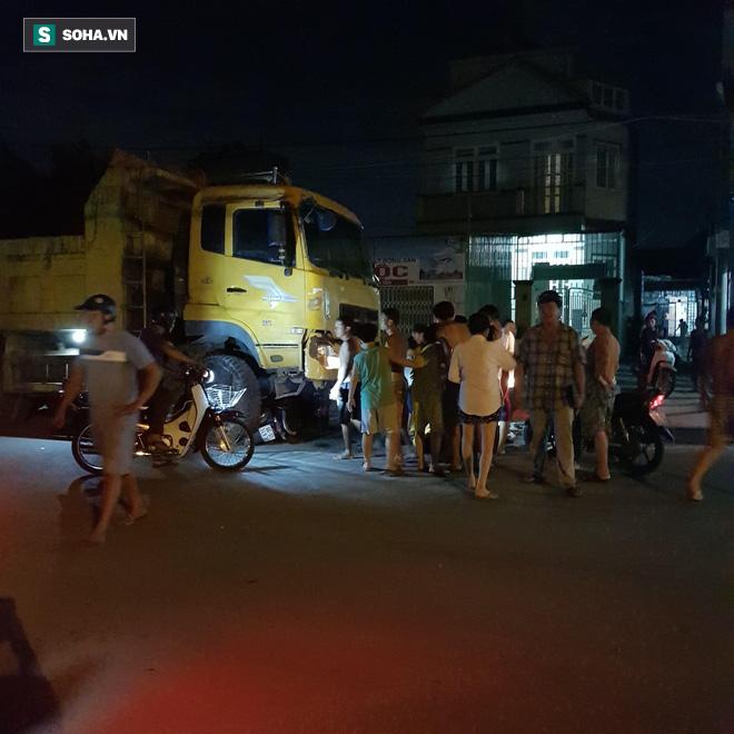 Xe ben tông 2 xe máy ở Sài Gòn, cô gái 19 tuổi chết thảm - Ảnh 1.