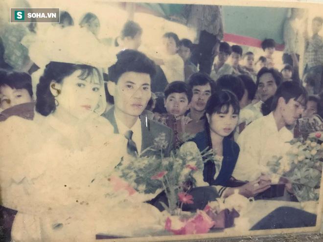 Bức ảnh cưới chụp cách đây 24 năm lộ ra, người mẹ được hâm mộ, ví như Diễm Hương - Ảnh 1.