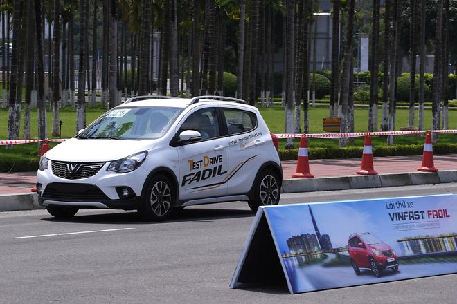 Khách Việt nói gì khi lần đầu tiên lái thử xe VinFast Fadil? - Ảnh 1.