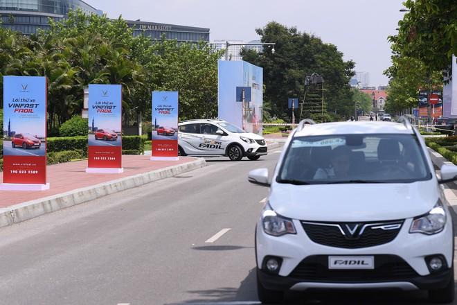 Khách Việt nói gì khi lần đầu tiên lái thử xe VinFast Fadil? - Ảnh 2.