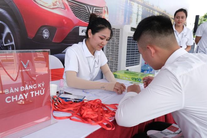 Khách Việt nói gì khi lần đầu tiên lái thử xe VinFast Fadil? - Ảnh 4.