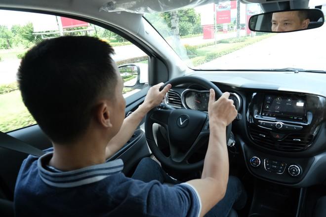 Khách Việt nói gì khi lần đầu tiên lái thử xe VinFast Fadil? - Ảnh 6.