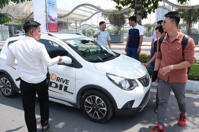 Khách Việt nói gì khi lần đầu tiên lái thử xe VinFast Fadil? - Ảnh 3.