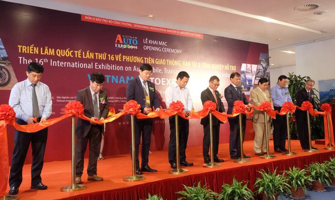 "Loạt ""bom tấn"" Vinfast, Mitsubishi, Triumph hội tụ tại Vietnam AutoExpo 2019 - Ảnh 1."