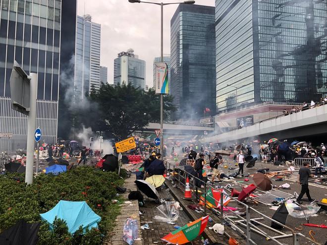 Hồng Kông hỗn loạn dưới sức ép của biển người biểu tình chống dẫn độ: Đài Loan lên tiếng - Ảnh 4.