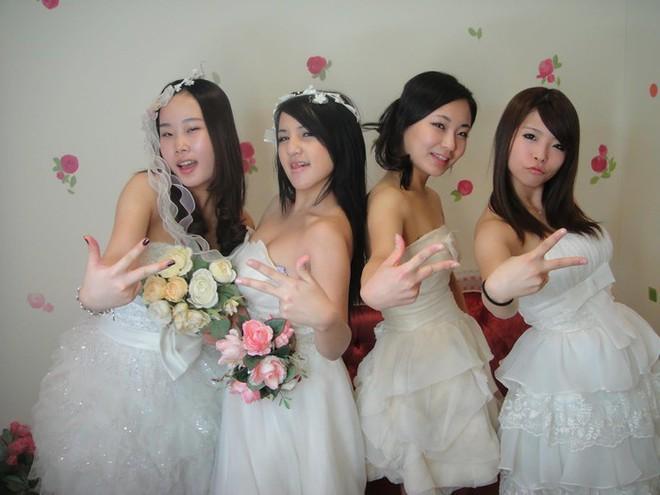 Đám cưới rình rang của nữ ca sĩ Malaysia đình đám một thời, cô dâu bụng to vượt mặt nhưng tuổi tác của chú rể mới gây ngỡ ngàng - Ảnh 3.