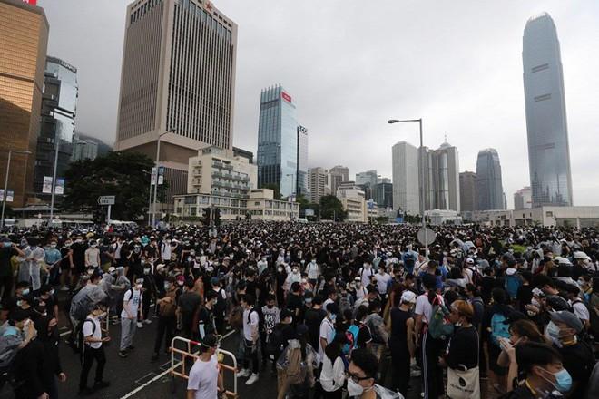 Chủ tịch Hạ viện Mỹ lên án mạnh dự luật dẫn độ của Hong Kong  - Ảnh 2.