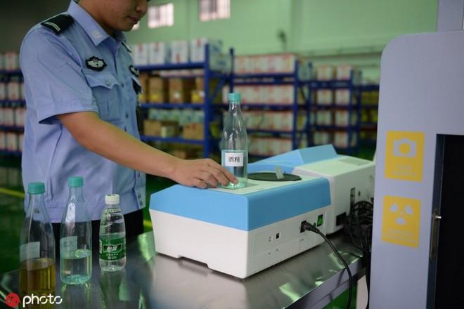 Nhà tù Trung Quốc cho phép tù nhân mua sắm online - Ảnh 2.