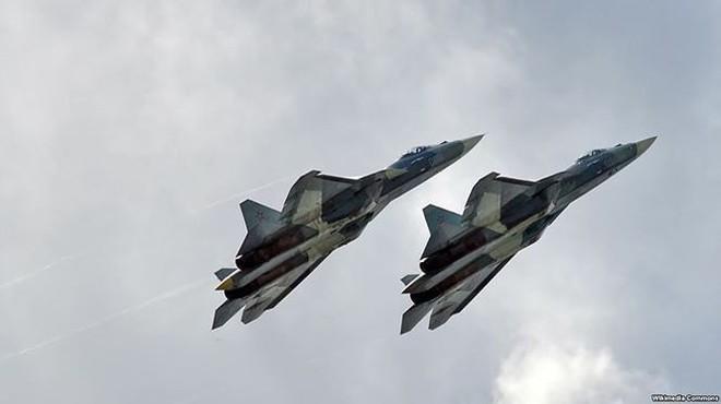 Sức mạnh tiêm kích Su-57 được biên chế cho quân đội Nga - Ảnh 2.