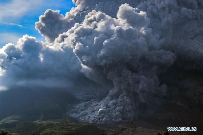 Núi lửa phun như ngày tận thế ở Bắc Sumatra, Indonesia - Ảnh 4.