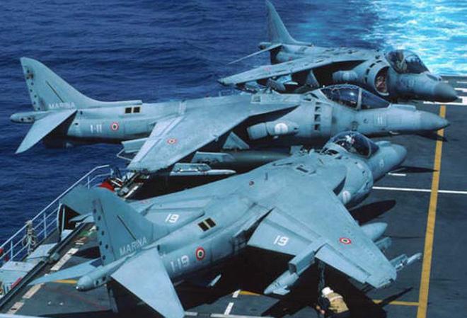 Khám phá sức mạnh hàng không mẫu hạm nhỏ nhất châu Âu - Ảnh 7.