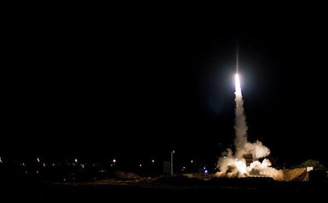 """Israel bị tấn công, Iron Dome """"thần thánh"""" lập công - Chiến đấu cơ xuất kích trả đũa ồ ạt"""