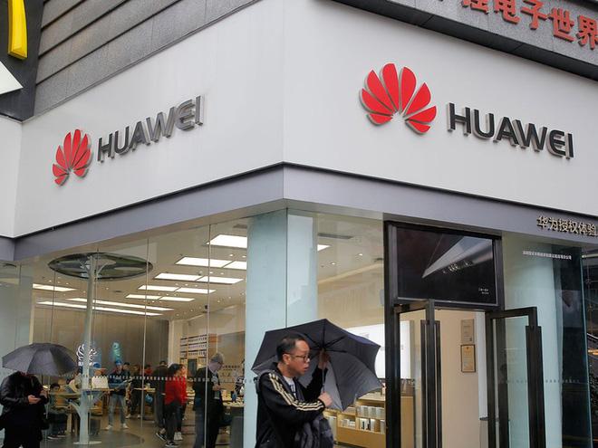 Ôm đùi Huawei, một công ty bán ốp lưng cũng có thể nổi danh thế giới - Ảnh 3.