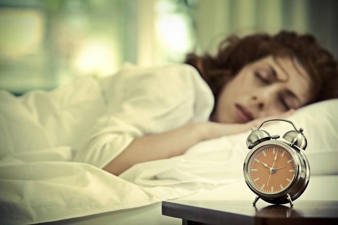 Dậy sớm kiểu này còn nguy hại hơn so với thức khuya: Bạn cần biết để trở nên an toàn hơn - Ảnh 2.