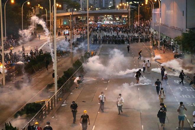 Cảnh sát Hong Kong công bố khí tài dùng đối phó biểu tình  - Ảnh 1.