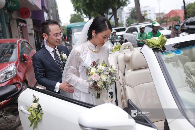 Chồng sắp cưới xúc động, dành nụ hôn tình cảm cho MC Phí Linh trong đám hỏi - Ảnh 14.