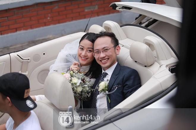 Chồng sắp cưới xúc động, dành nụ hôn tình cảm cho MC Phí Linh trong đám hỏi - Ảnh 15.