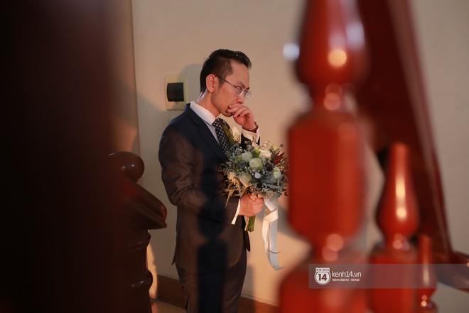 Chồng sắp cưới xúc động, dành nụ hôn tình cảm cho MC Phí Linh trong đám hỏi - Ảnh 4.