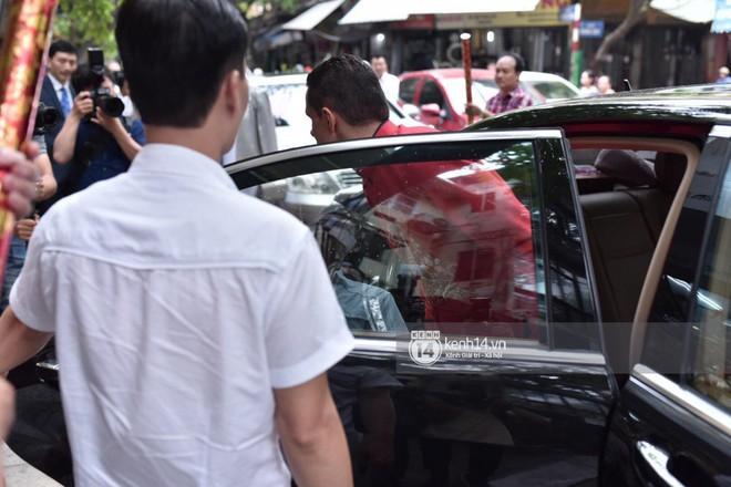 MC Phương Mai diện Áo dài đỏ, rạng rỡ trong lễ ăn hỏi với ông xã người Ba Lan - Ảnh 7.
