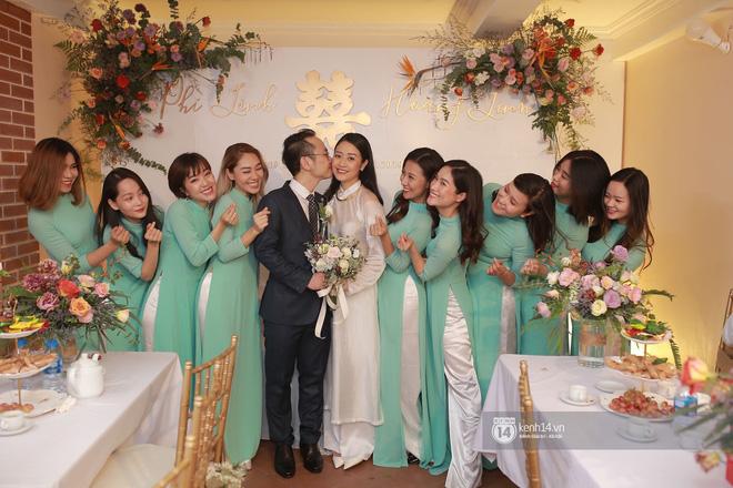 Chồng sắp cưới xúc động, dành nụ hôn tình cảm cho MC Phí Linh trong đám hỏi - Ảnh 7.