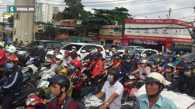 Chưa đầy 24 giờ, lại xảy ra tai nạn chết người trên xa lộ Hà Nội ở Sài Gòn - Ảnh 1.