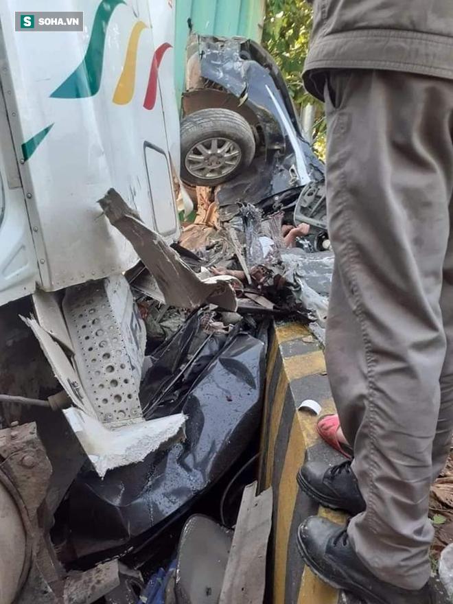 3 người tử vong trong chiếc ô tô 4 chỗ bẹp dúm ở Tây Ninh - Ảnh 1.