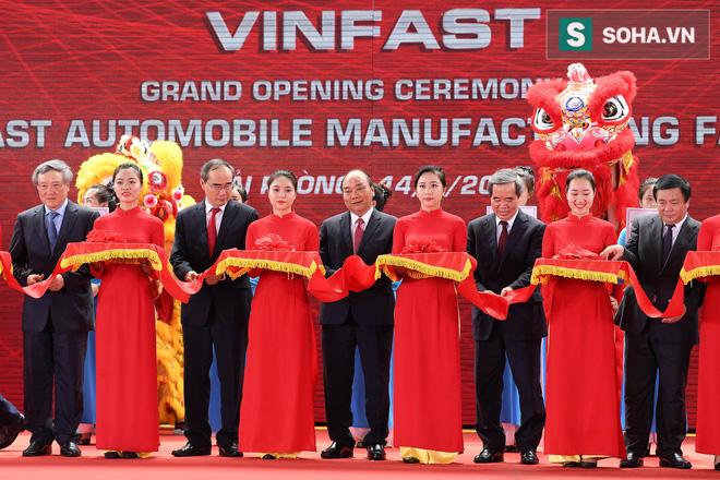 VinFast khánh thành nhà máy sản xuất ô tô, xác lập 3 kỷ lục thế giới trong một ngày - Ảnh 1.