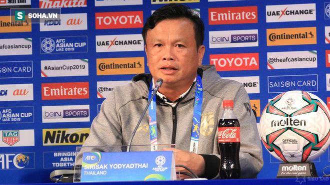 HLV ĐT Thái Lan chính thức phải ra đường sau trận thua đau Việt Nam - Ảnh 1.